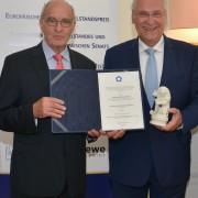 Preisübergabe durch Hatto Brenner, Präsident EUMU e.V.